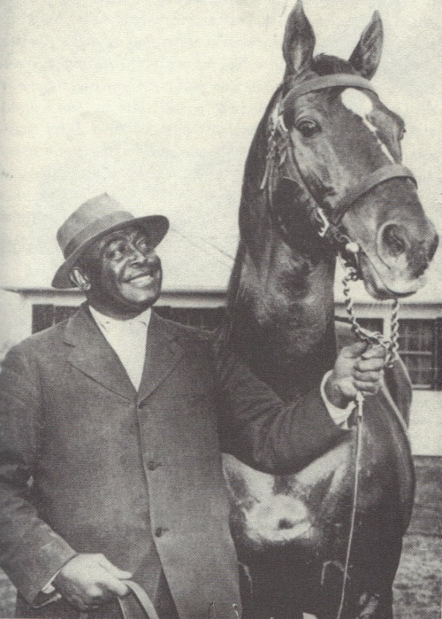 Aging gracefully: Man o' War at age 21 with groom Willie Harbut.